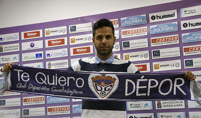 José Ángel rescinde el contrato con el Deportivo Guadalajara