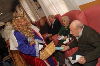 Los Reyes Magos reparten en Sigüenza ilusión en la última gran fiesta de la Navidad