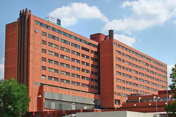 Dos mujeres acaban en el hospital tras inhalar el humo de un incendio en la capital