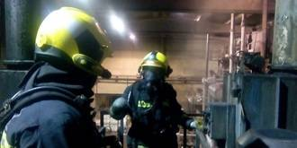 Susto por un incendio en una fábrica en Fontanar