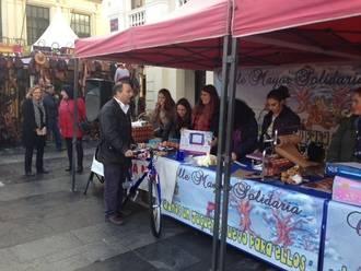 La Plaza Mayor se llena de juguetes a través de la Calle Mayor Solidaria
