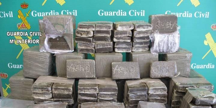 Dos detenidos en Guadalajara cuando llevaban en su coche 52 kilos de hachís