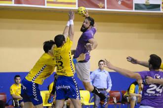 Defensa, portería y contrataques, claves en la victoria ante Villa de Aranda (32-30)