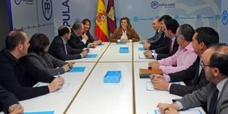 Cospedal muestra en Guadalajara su preocupación por la fuga de empresas motivada por la subida de impuestos de PSOE-Podemos