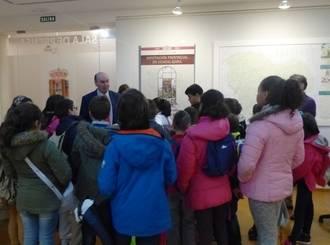 Dos grupos de escolares del colegio La Espiga de Azuqueca conocen el Palacio Provincial