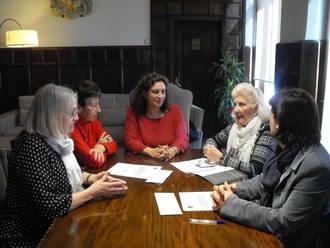 """APIEPA Y AFAUS reciben la recaudación de la obra """"Las mujeres sabias"""", de Molière"""
