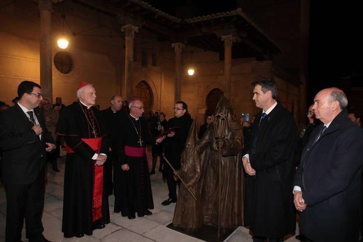 """Román: """"Esta escultura muestra el respaldo del Ayuntamiento de Guadalajara a la Semana Santa"""""""