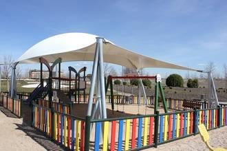 Valdeluz estrena la primera zona infantil a cubierto para optimizar la comodidad del recinto