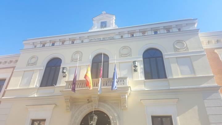 Banderas a media asta en la Diputación en señal de duelo por los atentados de Bruselas