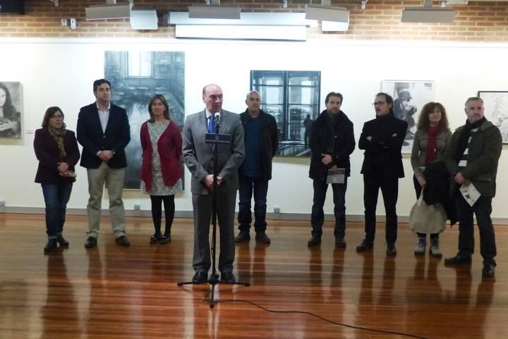 El presidente de la Diputación inaugura la exposición de los Premios Provincia de Fotografía y Dibujo