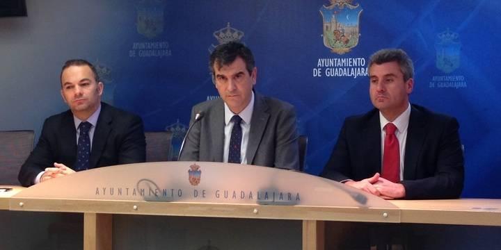 Antonio Román ofrece a los concejales de Ciudadanos que entren en su gobierno