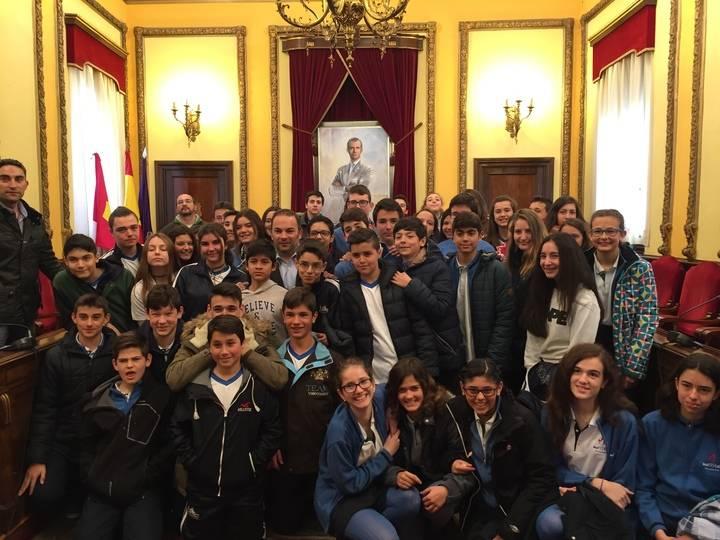 Alumnos de los Maristas visitan el Ayuntamiento