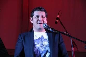"""Manu Tenorio en Trillo: """"Para mí, cantar es una oportunidad que me da la vida de entregarme a la gente"""""""