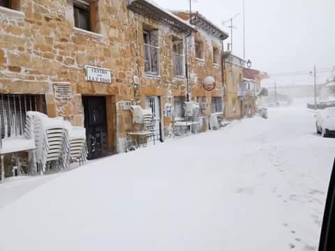 La nieve ha cubierto de belleza este sábado al pueblo de Cantalojas