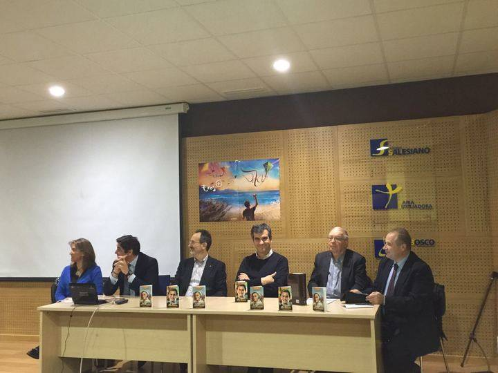 El alcalde de Guadalajara asiste a la presentación del libro de Paco de Coro