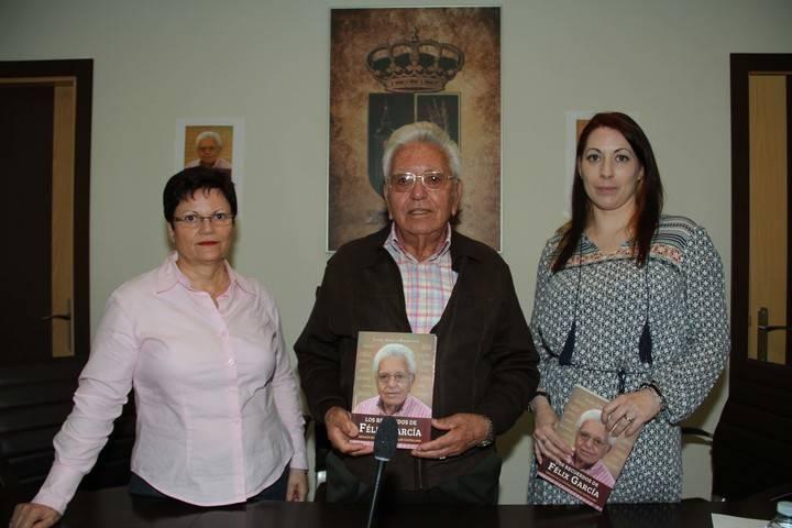 Isabel García Francisco presenta en Quer su libro 'Los recuerdos de Félix García', basado en la memoria de la infancia y juventud de su padre