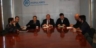 Tirado traslada a Podemos la importancia de bajar los impuestos a los ciudadanos para evitar la fuga de empresas