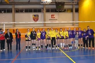 La directora provincial de Educación de la Junta felicita a las campeonas de la Liga Autonómica cadete femenina de Voleibol