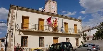 El juez archiva la querella interpuesta en la Urbanización Las Anclas contra el alcalde de Pareja