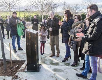 Marchamalo homenajea a Carmen Bravo con un lugar para el recuerdo en el parque de Ferias