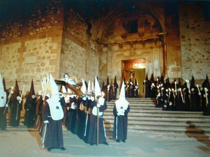 Actos religiosos, exposiciones, deporte, solidaridad y teatro en la Semana Santa Jadraqueña