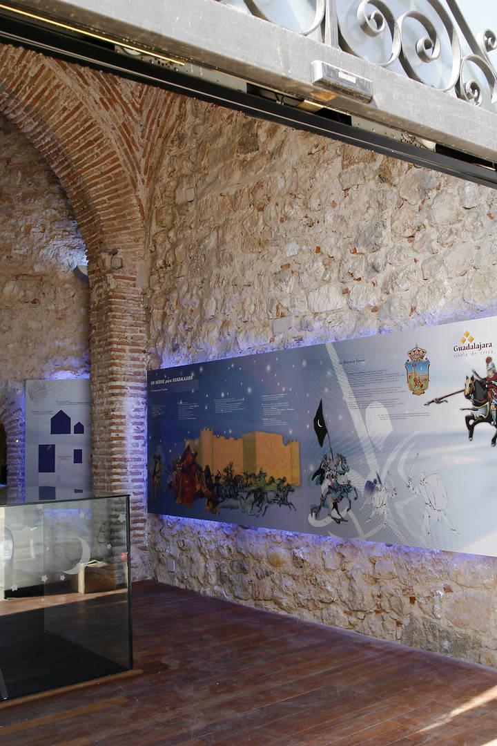 En mayo, la figura de Al-Qadir, rey de la Taifa de Toledo y de la de Valencia, detalle monumental del mes