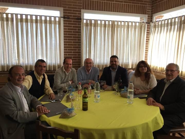 Alberto Rojo se reúne con los miembros del Centro Segoviano de Guadalajara