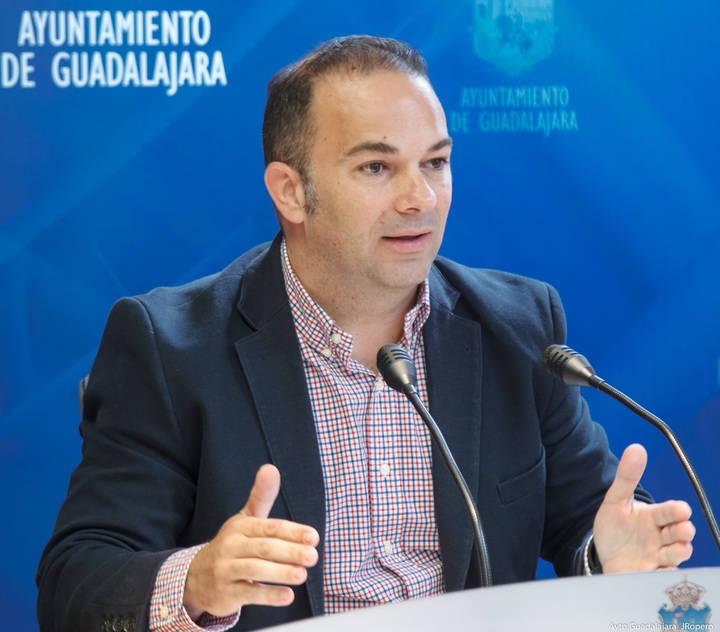 """Carnicero: """"¿Daniel Jiménez es concejal de Guadalajara o concejal de Marchamalo?"""""""