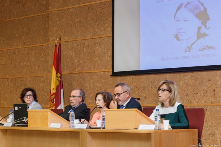 Carmen Heredia, concejal de Sanidad, asiste a la festividad del Grado de Enfermería