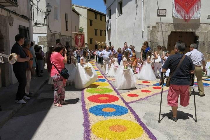 Las calles de Almonacid se llenarán de color con las Alfombras del Corpus