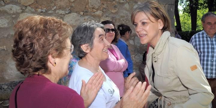 """Cospedal resalta en Torre del Burgo """"la labor de nuestros agricultores, así como la calidad y la comercialización de nuestros productos"""""""