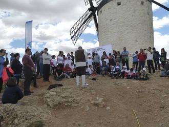 """150 jóvenes discapacitados y en situación de vulnerabilidad participan en una actividad de los voluntarios de """"la Caixa"""" en Consuegra por el 400º Aniversario de Cervantes"""