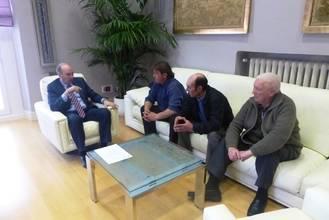El presidente de Diputación se reúne con los alcaldes de varios municipios para interesarse por sus necesidades