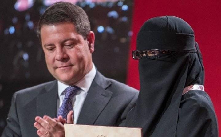 """El PP pedirá en el Pleno de Diputación la repulsa a Page por aplaudir """"la denigración y la invisibilidad de las mujeres en la foto de la vergüenza"""""""