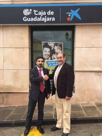 El Ayuntamiento de Torremocha del Campo firma un convenio con la Caixa para facilitar el transporte de las personas de los núcleos anexionados