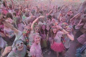 Miles de corredores y polvos de colores volverán a teñir Guadalajara en su segunda Holi Run