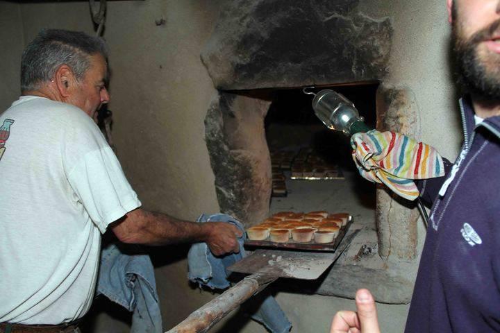 Almiruete hizo pan y bollos para celebrar el Día de la Colación