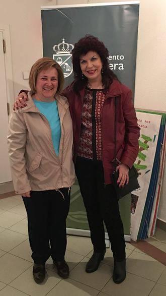 La Biblioteca Municipal de Alovera inauguró la exposición de óleos de Julia Sanz