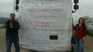 Un transportista de Villanueva lleva dos semanas en huelga de hambre frente a la empresa para la que trabaja