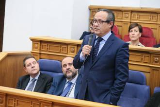 El PP exige al consejero de Hacienda que abandone la chulería y las actitudes macarras que muestra en el Parlamento
