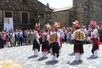 Latre anima a seguir manteniendo tradiciones como la Octava del Corpus de Valverde de los Arroyos