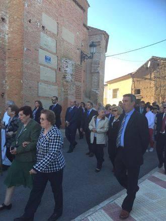El presidente de la Diputación asiste en Usanos a la tradicional procesión de las Fiestas Patronales