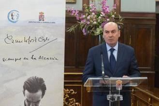Un centenar de personas participa en la lectura pública del 'Viaje a la Alcarria' de Cela organizada por la Diputación