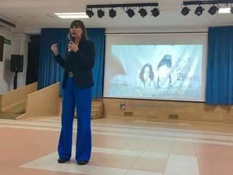 C's El Casar-Mesones acompañó a Mabel Lozano en la proyección en esta localidad de su documental sobre la trata de mujeres