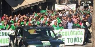 Mil quinientos agricultores ecológicos se manifiestan contra Page en Toledo