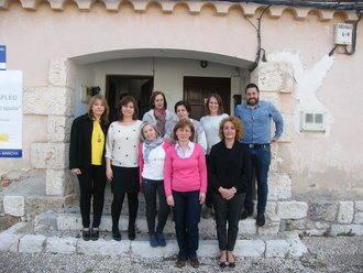 La directora provincial del Instituto de la Mujer se reúne con la junta directiva de la Asociación de Mujeres Brihuega