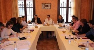 Reyes Estévez se reúne con su equipo en la localidad alcarreña de Brihuega