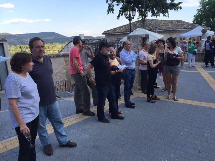 Los viajeros reciben la visita del hijo y del hermano del Nobel a su llegada a Durón