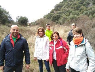 Yolanda Ramírez promociona junto al Alcalde de Viana de Jadraque la señalización de una ruta de senderismo para atraer el turismo