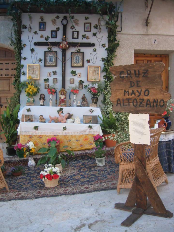Los barrios de Pastrana vivirán con alegría en plena calle su fiesta de las Cruces de Mayo